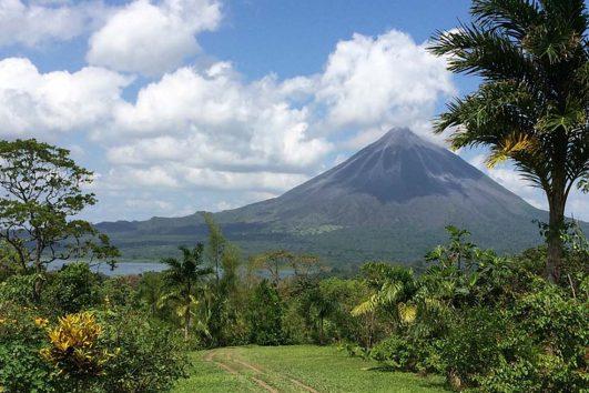 Central-America-Costa-Rica-Volcano-Arenal