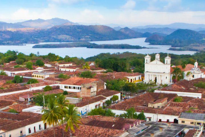 Central-America-El-Salvador-Suchitoto