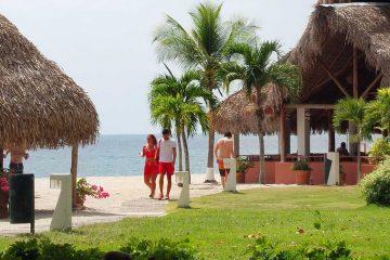 Central-America-Panama-Beach-Romantic-Couple