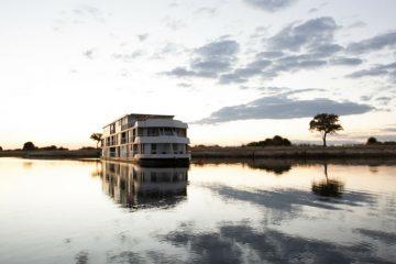 tour-africa-botswana-zambezi-queen-houseboat-sunset