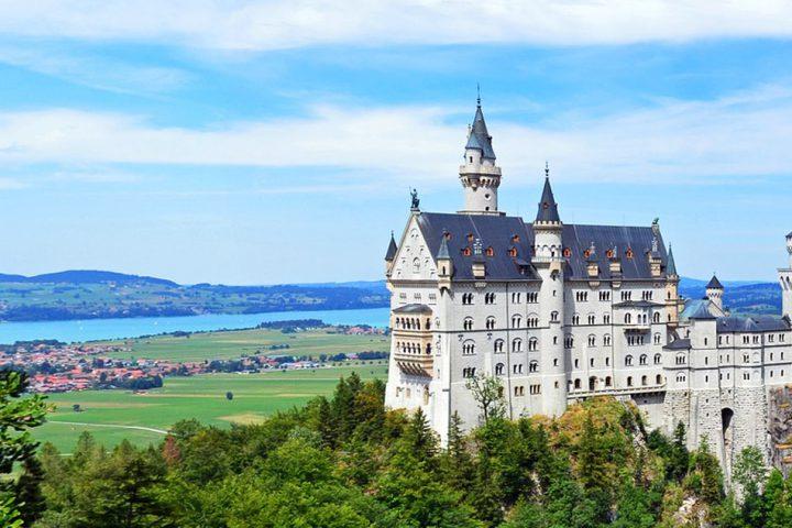 tour-europe-germany-heart-neuschwanstein-castle-1014376_1280-pixabay