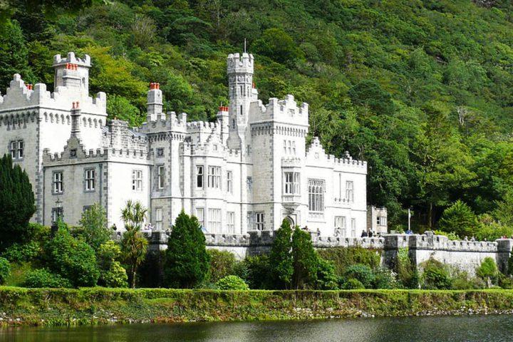 tour-europe-ireland-unforgettable-kylemore-abbey4152831_1280-pixabay